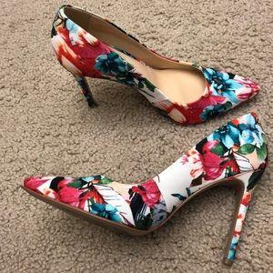 Jessica Simpson Sz 6.5 Floral print pumps